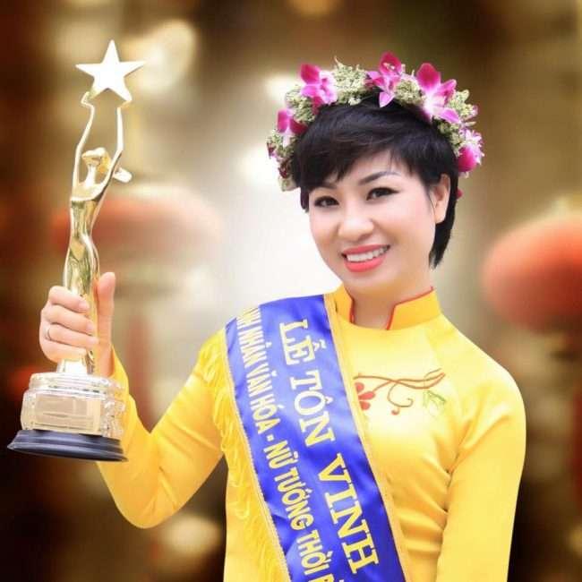 Chuyên gia tâm lý Vera Hà Anh luôn tự tin về hạnh phúc của mình.