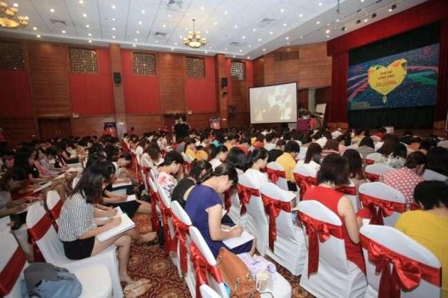 Hàng ngàn học viên tham gia buổi tư vấn