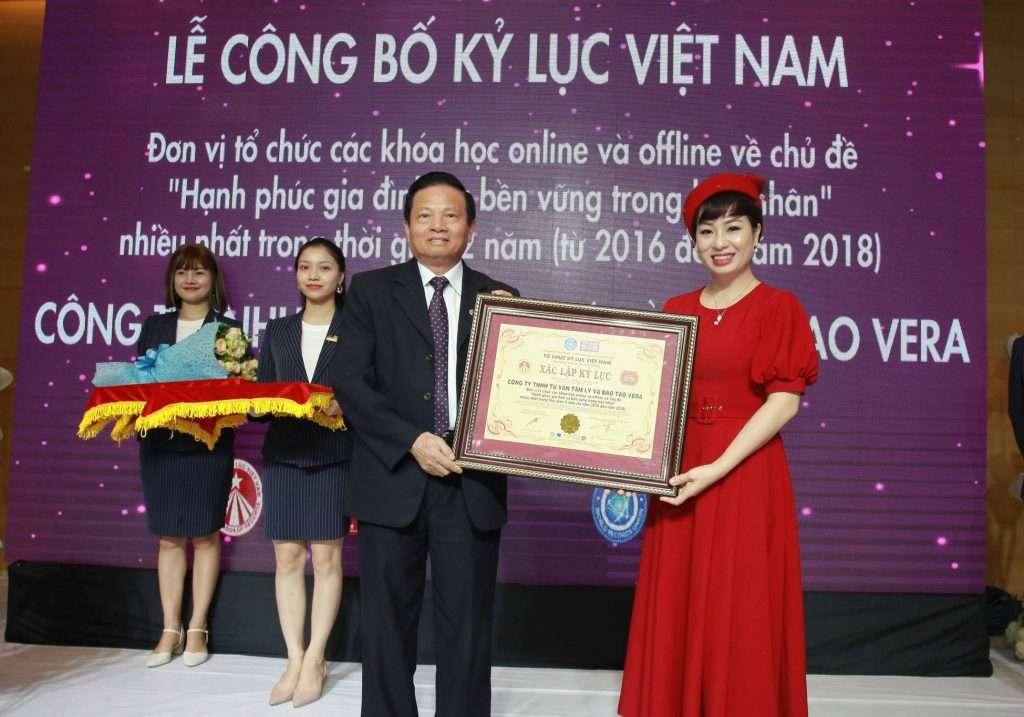Kỷ lục Việt Nam về đào tạo online với chủ đề hạnh phúc gia đình 1 1024x717 - Báo Phụ nữ Việt Nam: Kỷ lục Việt Nam về đào tạo online với chủ đề hạnh phúc gia đình