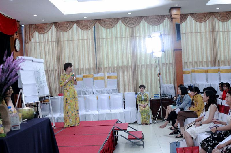 IMG 2752 - Queen Bee Chuyên gia tâm lý Vera Xuân Hường