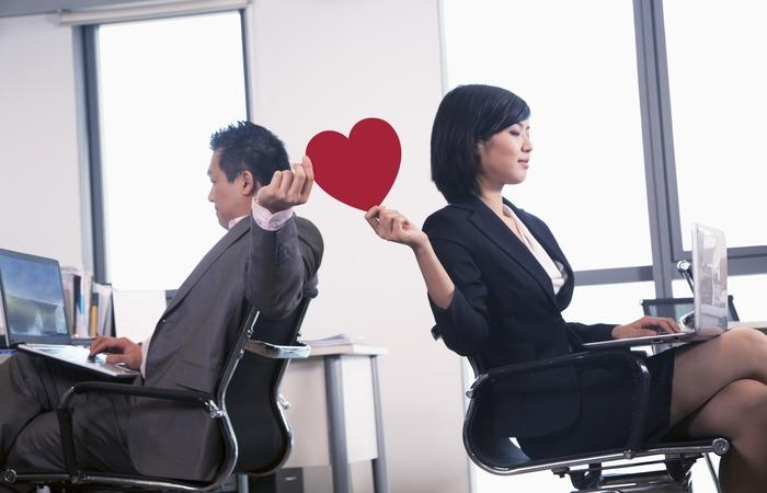 Công việc áp lực sẽ khiến vợ bạn ngả vào vòng tay đồng nghiệp