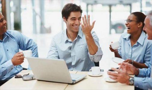 nở nụ cười vui vẻ tự tin khi giao tiếp dễ gây được ấn tượng tốt