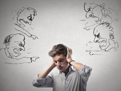Không nên chê bai thẳng thắn đối phương trong các cuộc giao tiếp