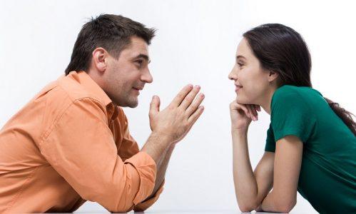 Trong một cuộc giao tiếp giữa hai người cũng nên để ý đến cử chỉ của đối phương