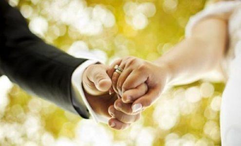 Hạn chế hỏi về tình trạng hôn nhân khi trò chuyện với người khác