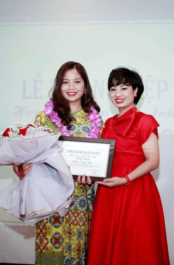 Diep Chi nhận bằng Queen Bee
